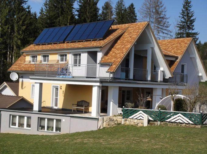 Dach für Mehrparteienhaus