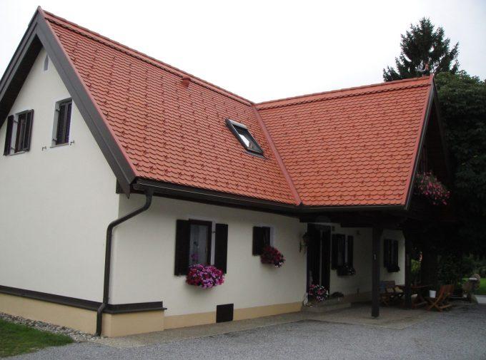 Dach mit überdachten Balkon