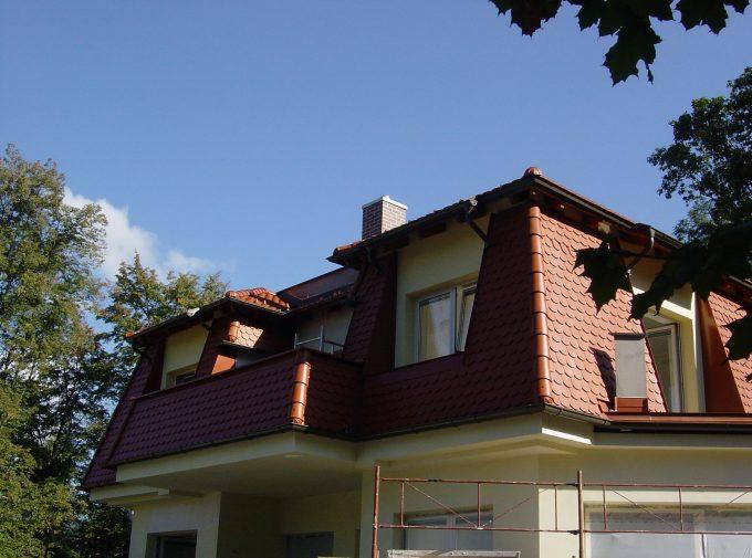 Dach mit Balkonaussparung