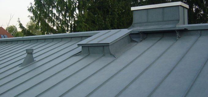 Arbeit der Dachdeckerei und Spenglerei Klammler