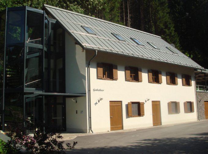 Haus neu eingedeckt von steierischer Dachdeckerei und Spenglerei