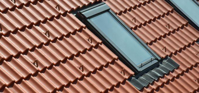Detail Dachausschnitt mit Dachfenster