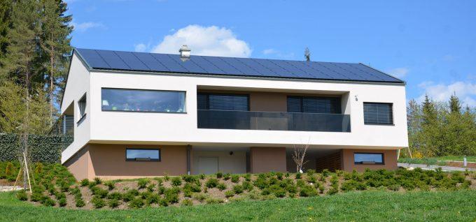 Wohnhaus mit Solarzellen von Klammler