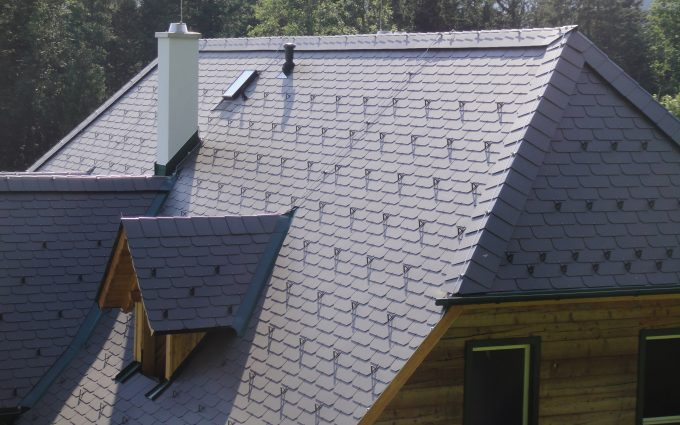 Dach von Klammler mit Blitzschutz