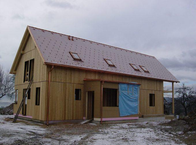 Traditionelles Dach für Holzbau