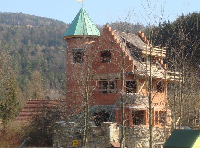 Dacharbeiten für kleines Schloss