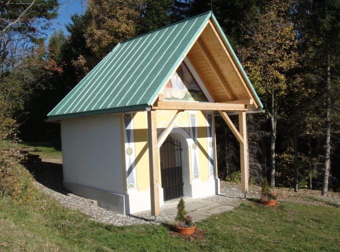 Neues Dach für kleine Kapelle
